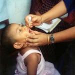 Virus de la polio usado en vacunas muta y se extiende por África