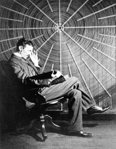 Fuente: http://commons.wikimedia.org/wiki/File:Teslathinker.jpg